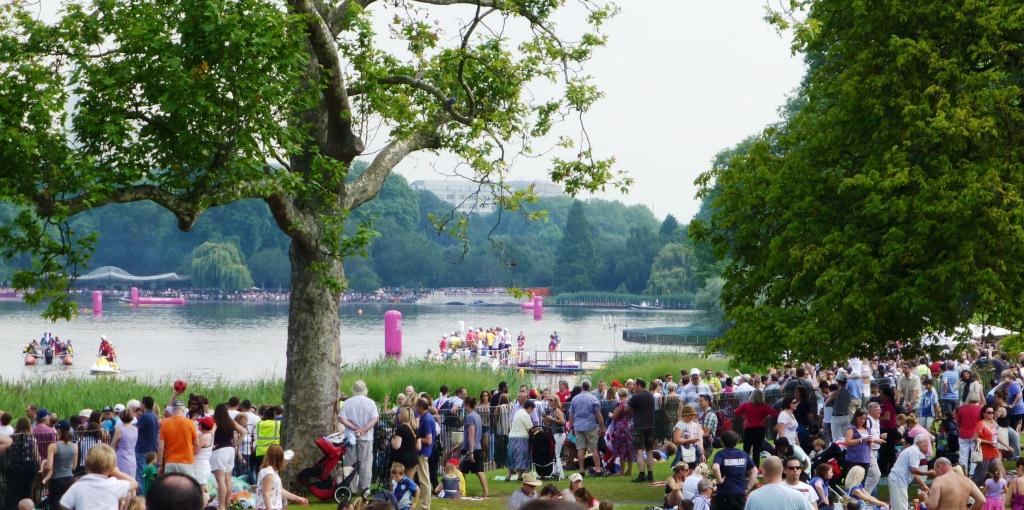 Huge Crowds in Hyde Park for the Men's Marathon Swimming